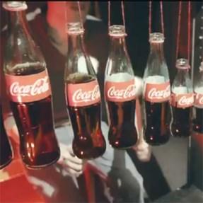 Las botellas y las latas de Coca-Cola al ritmo de 'Little Talks' en su nuevo video promocional