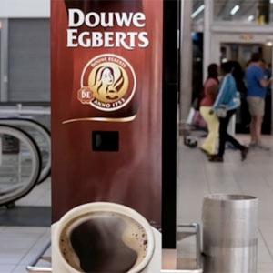 Esta ingeniosa máquina expendedora regala cafés a cambio de bostezos