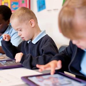 El Chromebook le planta cara al iPad en los colegios