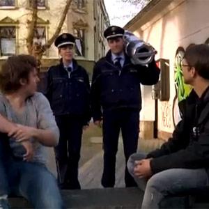 """La policía alemana intenta reclutar personal marcándose en YouTube un rap muy """"penoso"""""""