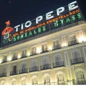 El cartel de Tío Pepe vuelve a casa, pero en una nueva localización
