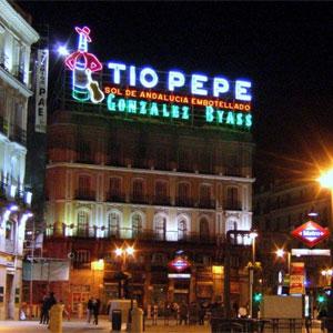 El cartel de Tío Pepe vuelve a iluminarse en Sol