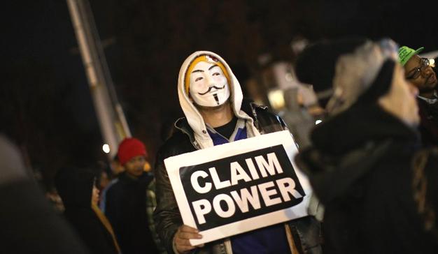 """La """"doble moral"""" de las redes sociales: libertad de expresión y fuente de datos policiales"""