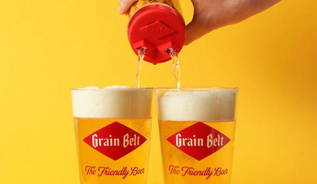 Compartida, la cerveza es más amorosa (según esta estrambótica campaña)