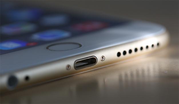 """El iPhone 8 podría """"jubilar"""" el conector Lightning para apostar por la conexión USB-C"""