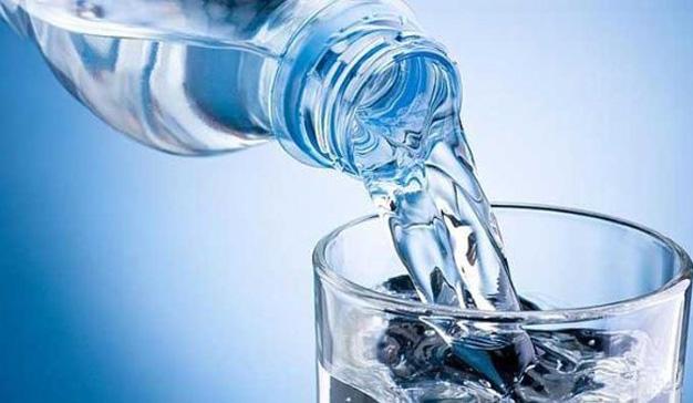 Nestlé y Danone llegan a un acuerdo para fabricar botellas de agua sostenibles