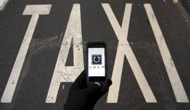 Los taxistas madrileños protestan contra Uber este jueves con un parón de dos horas