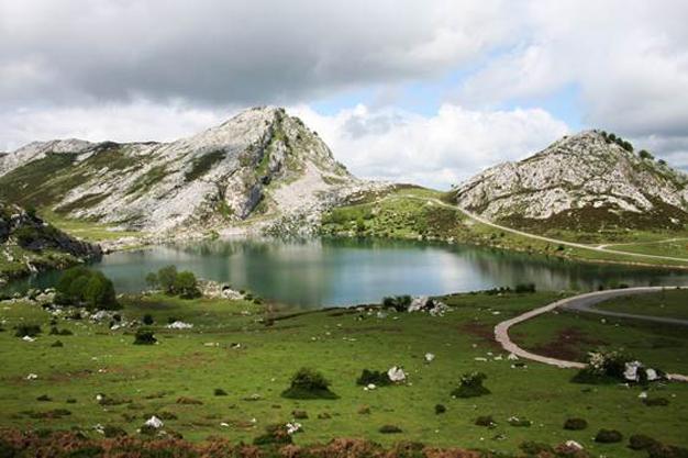 Dos de cada tres españoles consideran la primavera la mejor estación para viajar