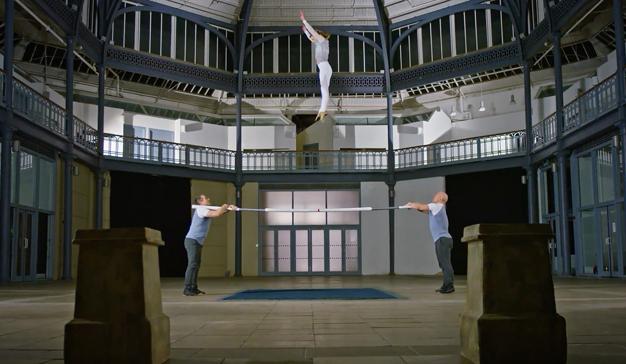 T. Rowe Price refleja su filosofía en su nuevo spot con una actuación de acróbatas