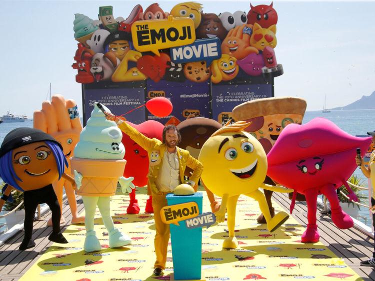"""Sony Pictures se cuela en Cannes en paracaídas para presentar su nueva cinta """"Emoji Movie"""""""