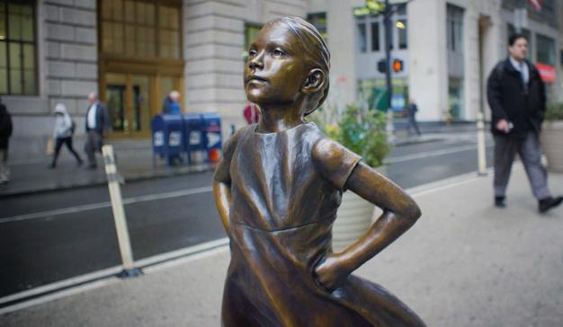 """La """"niña sin miedo"""" le gana la batalla publicitaria al toro de Wall Street"""