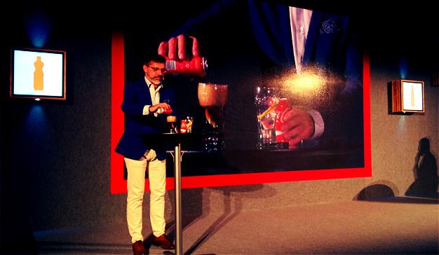 Coca-Cola mira al futuro poniéndose a dieta por dentro y por fuera
