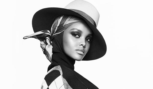 """Vogue """"celebra la identidad"""" con la primera modelo con hijab en su portada"""