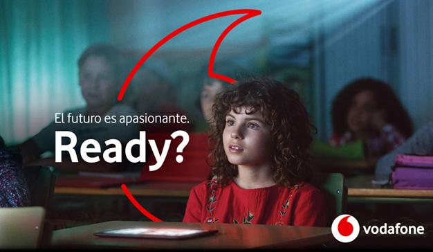 """Vodafone pasa por el quirófano y sale con nuevo logo y renovado y """"apasionante"""" eslogan"""