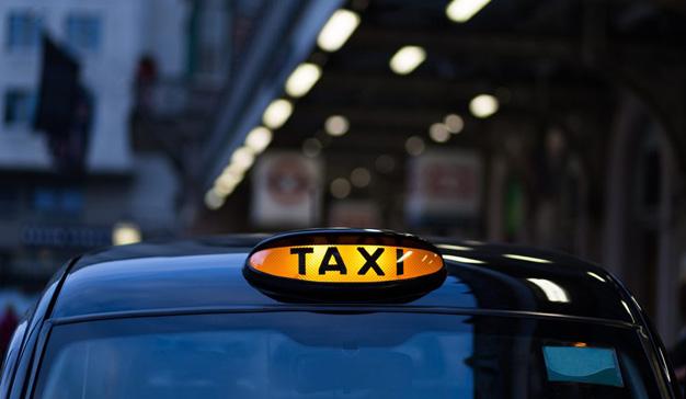 Victoria legal de Uber y Cabify contra un sector del taxi que no da la batalla por perdida