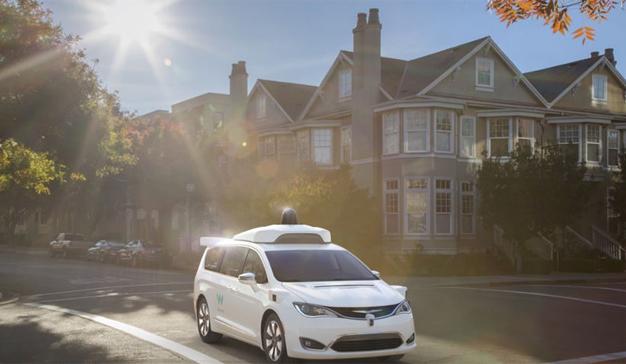 Los coches de Google se aventuran por las calles sin conductores (humanos) al volante