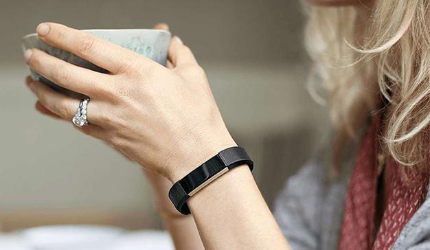 Los consumidores prefieren los wearables inteligentes a los básicos