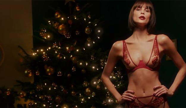 Este spot deja claro que la Navidad puede ser una época cargada de erotismo