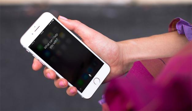 Si Siri se ganara la vida como sexóloga, se arruinaría (por culpa de su ignorancia)