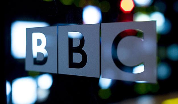 Los periodistas mejor pagados de la BBC reducen sus sueldos por la discriminación salarial