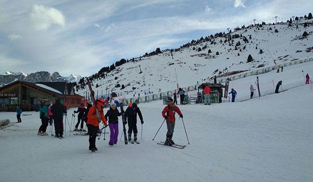 Aramón festeja la llegada de los Reyes Magos esquiando