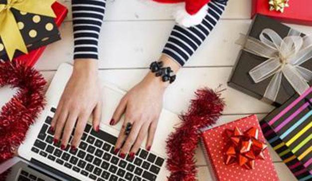 Cada vez son más las personas que prefieren comprar los regalos por internet