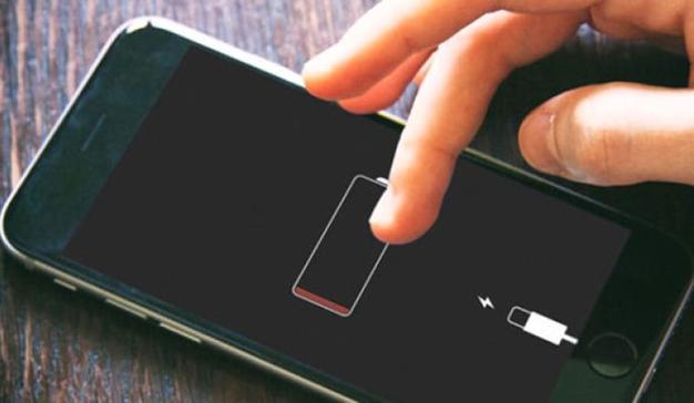 Facua denuncia a Apple por la ralentización de la batería de los iPhone