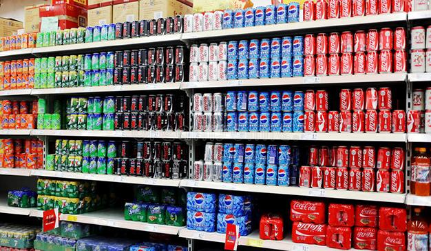 La industria de refrescos se compromete a reducir el azúcar de sus bebidas un 10% de cara a 2020