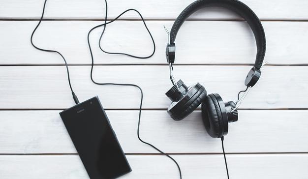 El 67% de los españoles escucha audio online diariamente