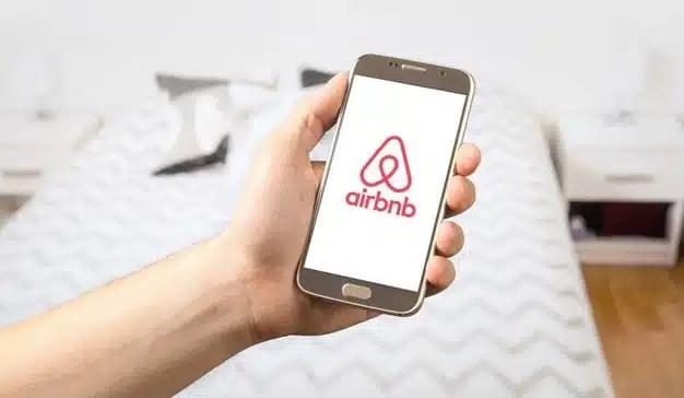 Comisión Europea da ultimátum a Airbnb para ajustarse a la normativa