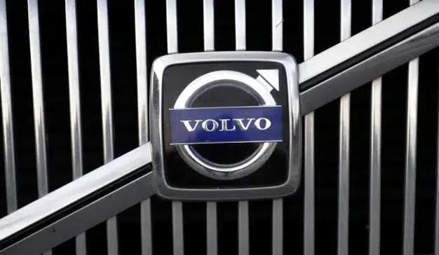 Volvo combina marca y fútbol en un inteligente juego visual en su nueva campaña