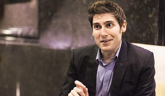 Eduardo Saverin, cofundador de Facebook, afirma que las redes sociales estarán cada vez más reguladas