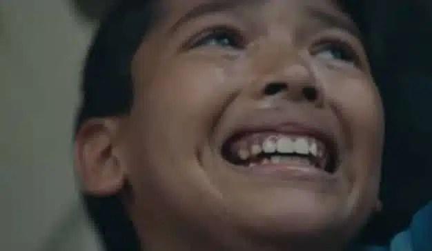 Este emotivo spot político pone su mira en la separación familiar de inmigrantes en Estados Unidos