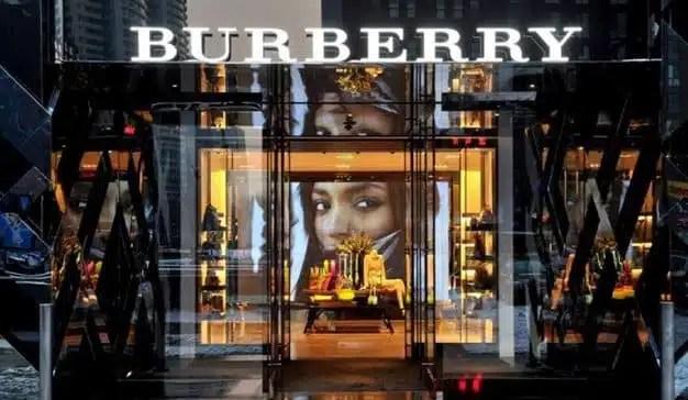 Burberry dejará de destruir los artículos no vendidos y abandona el uso de pieles