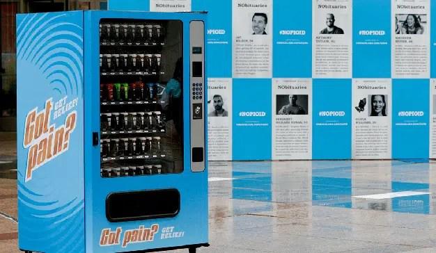 Esta máquina expendedora conciencia sobre la adicción a los opiáceos dispensando mensajes pro marihuana