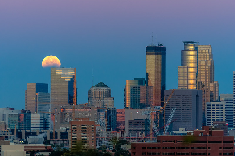 blood moon, lunar eclipse October 2014, moon and Minneapolis skyline
