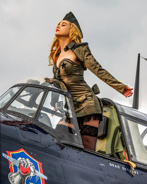 Pin Up Model, TBM Avenger, Planes and Pin Ups, Pinup, Dee Marie, Pin-Up, Vintage Model, Vintage Airplane, World War 2 Airplane and girl