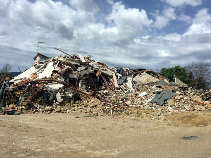 Building reduced to rubble on the road north of Amatrice (Photo: Edita Nichols)
