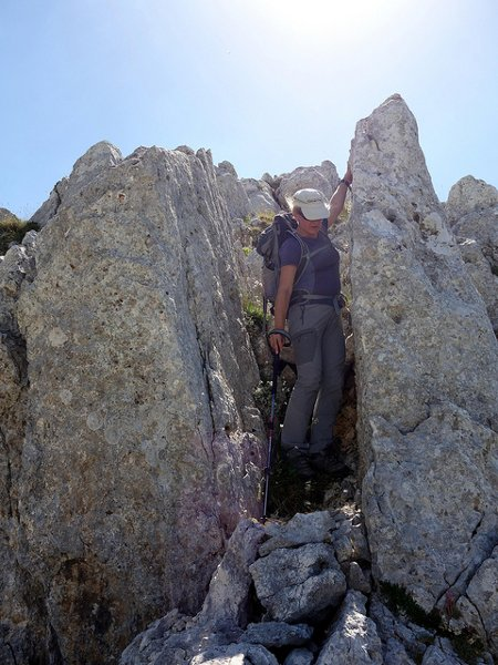 Edita scrambles down the subsidiary ridge to Monte Ninna