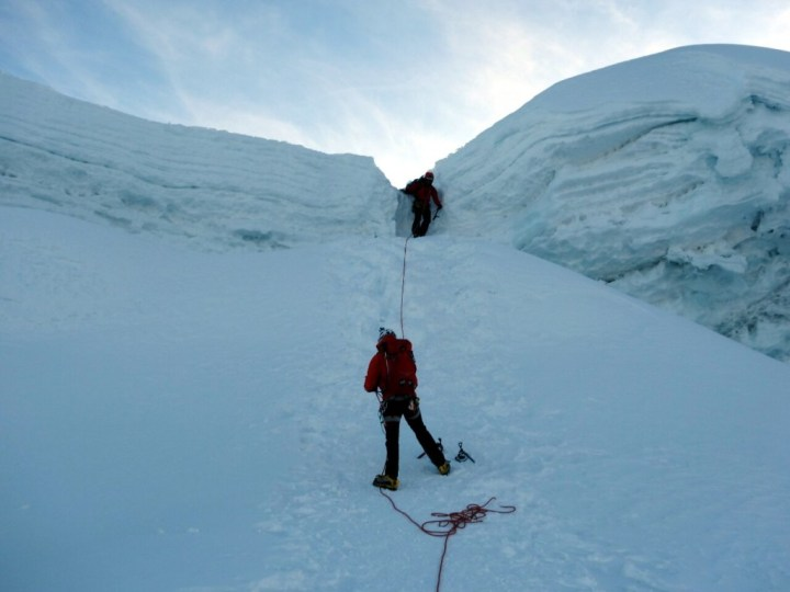 Pasang descends through Ishinca's summit cornice