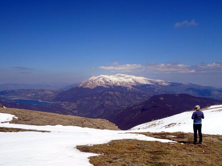 Lago di Campotosto and Monti dell Laga from Piano di Camarda