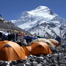 How to choose an 8000m peak expedition company