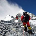 Chinese mountaineering guides work on a route to the summit of Everest on 26 May 2020 (Photo: Xinhua / Dorje Tsering)