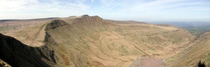 Panorama of Corn Du, Pen y Fan, Cribyn and Cwm Cynwyn from the summit of Fan y Big
