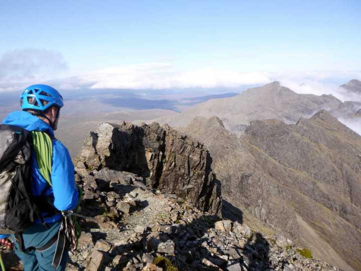 Looking past the four summits of Sgurr a Mhadaidh to Bruach na Frithe from Sgurr a Ghreadaidh