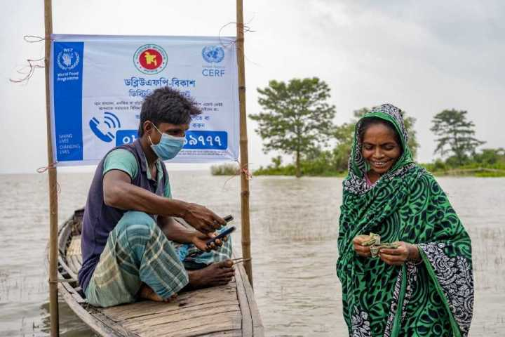 WFP provides cash for people to spend locally. In Bangladesh, cash grants allotted before floods hit allow families to prepare. (Photo: WFP/Sayed Asif Mahmud)