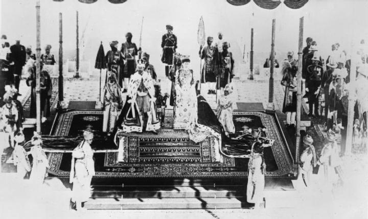 India_Before_the_First_World_War;_George_V_and_Queen_Mary_at_Delhi_Durbar_Q107150