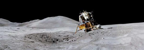 NASA Apollo 15 - dangerous angle of LEM.jpg