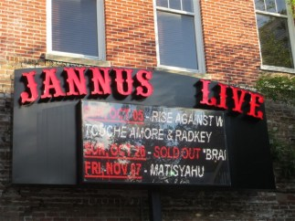 Lannus Live sign in downtown St. Petersburg