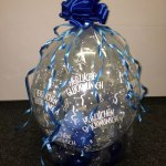 Geschenkballon mit blauer Satin-Schleife